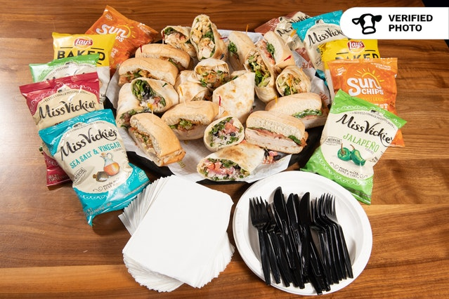 Sandwiches & Wraps with Chips or Fruit